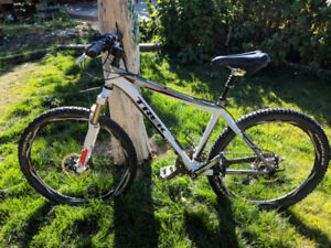 2010 Trek 8500, medium frame, light, fast & fun!