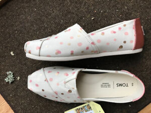 Brand new Toms size 9