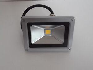 Projecteur LED 10W waterproof (FLOOD) 110-220v ''NEUF''