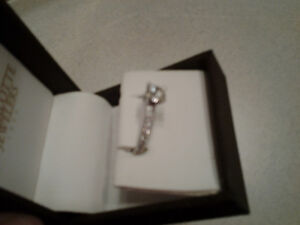 Engagement ring 14kt white gold .89 total carat /size 6 Peterborough Peterborough Area image 4