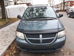 2005 Dodge Grand Caravan Familiale prix négociable