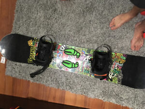 Endeavor snowboard with union bindings and crab grab stomp pad
