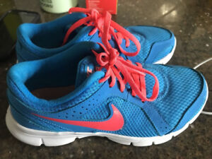 Womans size 5 Nike sneakers