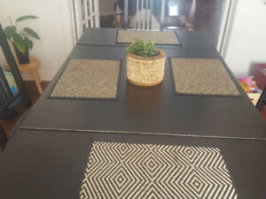 Extendable Black Table Like New IKEA - BOIS Massif
