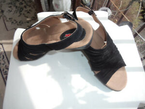 ladies shoes-size 9 black suede wedge shoes. clean good cond.