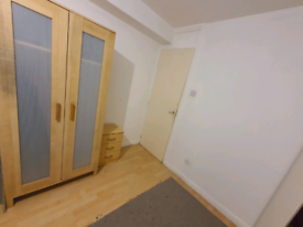 1 room available from 20 Jan with NO DEPOSIT