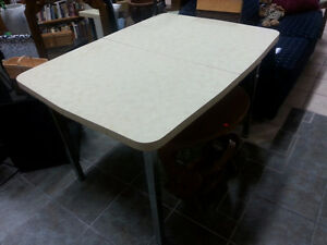Table with 14 inch leaf