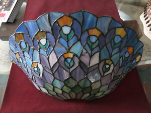 PENING PICK UP Stained Glass Wall Sconce