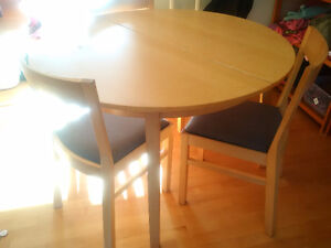 Wood Table (round or oval) + 4 chairs - seats 4-6