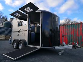 Chavel Duomax horse trailer