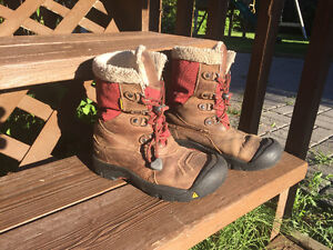 Keen boots size 4 youth