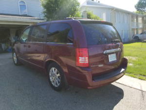 2008 Chrysler town and country. Low KMS, Excellent condition, gr