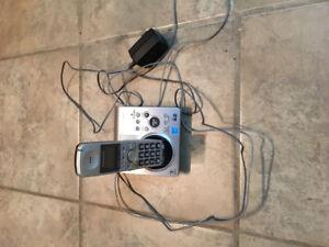 Téléphone sans fil Panasonic avec répondeur et un combiné