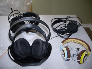 CORDELESSS , CHARGEBLE, HARDLY USED SONY HEAD PHONES FOR SALE $2