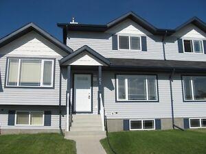 Bright 3 bedroom home in friendly neighbourhood of Sylvan Lake.