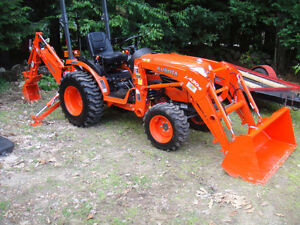 Kubota Backhoe Rental - DAY & WEEKLY Rates