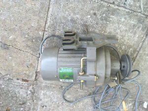 Industrial sewing machine motor with clutch 120vac