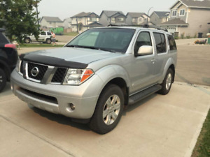 Nissan Pathfinder 2007,fully loaded, sunroof, leather seats
