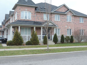 SEMIDETACHED HOUSE FOR LEASE in AURORA Bayview/Wellington