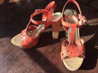 Platforms - Guess - size 6 (new)