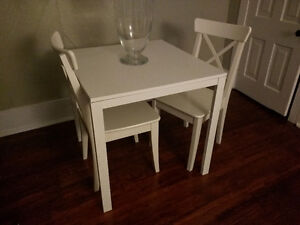 White square table, 2 chairs