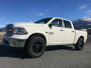 IMMACULATE 2016 DODGE RAM 1500 LARAMIE- WITH EXTRAS!!