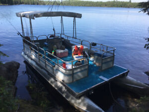 20ft Pontoon Boat with New Trailer