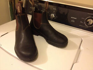 Blundstones. Size 6 AUS fits more like womens9/mens8