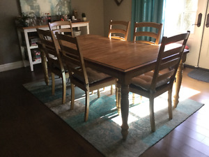 TABLE AND SIX CHAIRS Great condition