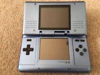 Nintendo DS - Blue - Broken hinge