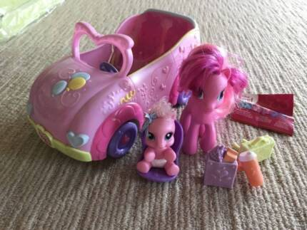 Ponies family convertible car