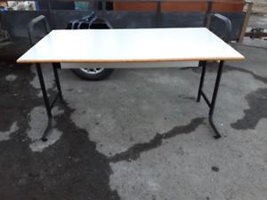 --- Table de Travail