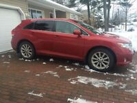 2011 Toyota Venza VERY LOW MILAGE