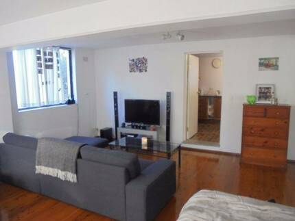 Roomy self contained studio in leafy Riverview