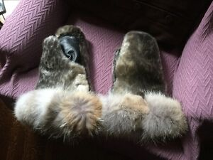 Sealskin and Arctic Fox mitts Gatineau Ottawa / Gatineau Area image 1