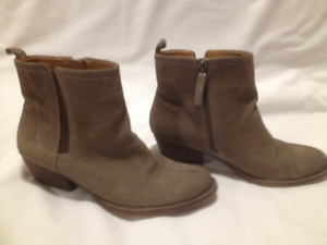 Ladies Light Brown Nine West Suede Leather Boots Size 6.5M