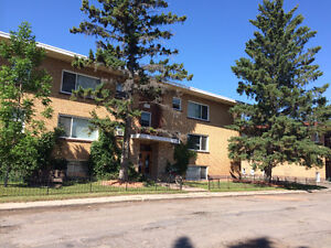 Highly desirable LAKEVIEW area 1 bedroom