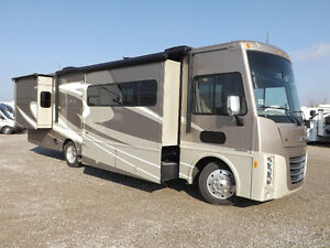 2016 Winnebago Sunova 33C - Triple Slideout - Driftwood Interior London Ontario image 1