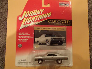 JOHNNY LIGHTNING - CLASSIC GOLD  - 1969 PLYMOUTH ROAD RUNNER