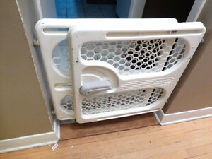 Plastic Safety 1st Pressure Mounted Baby Gate