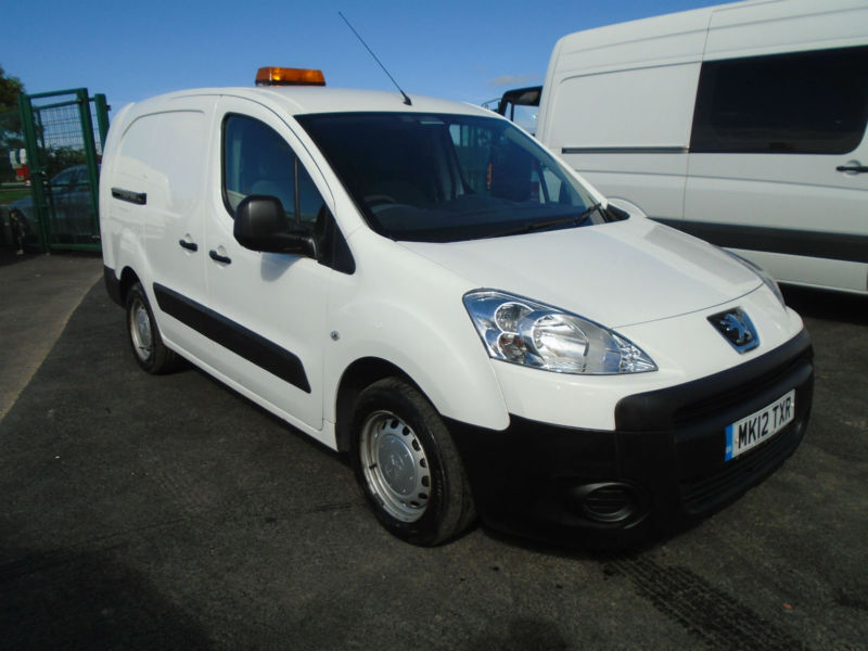 ff8a2a9000 PEUGEOT PARTNER LWB 1.6HDI 90BHP IN WHITE. ONE OWNER ...