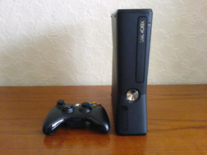 250gb adult owned Xbox360 slim bundle loaded