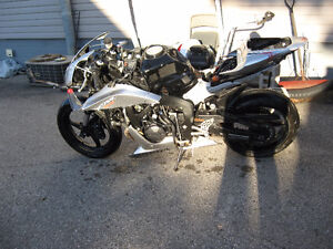 2007 honda cbr-600rr parts bike London Ontario image 1