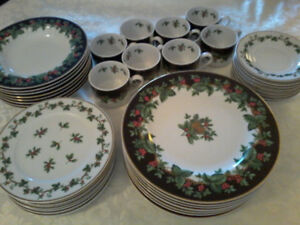 """40 pc's Waverly """"Holiday Bouquet"""" 8 - 5 pc place settings"""