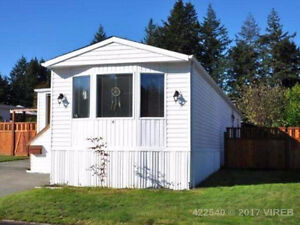 Falcon Park home w/great workshop! Close to CFB Comox and town.