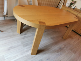 Dining table. Sold wood 6 seater