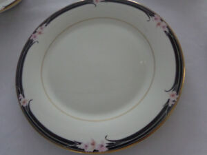 ROYAL DOULTON CHINA SERVICE FOR SIX