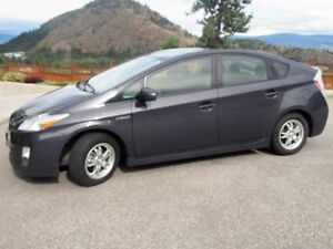 2010 Toyota Prius III. Fully-maintained, Worry-free, economical!