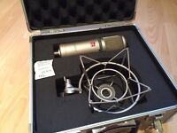 SE electronics 2200A microphone with cage and case