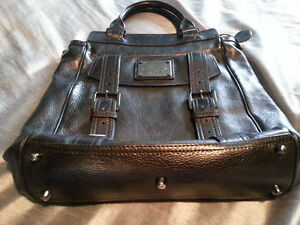 AUTHENTIC BURBERRY HAND BAG Windsor Region Ontario image 1